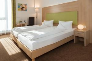 Hotel-Aviva-Karlsruhe-Doppelzimmer-Bett